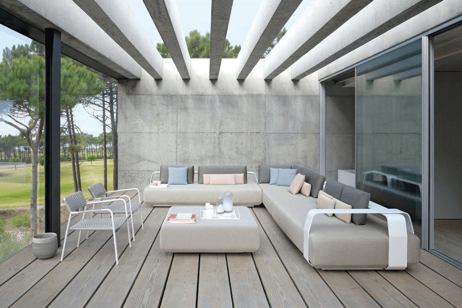 Sofa beige pour votre terrasse by Manutti