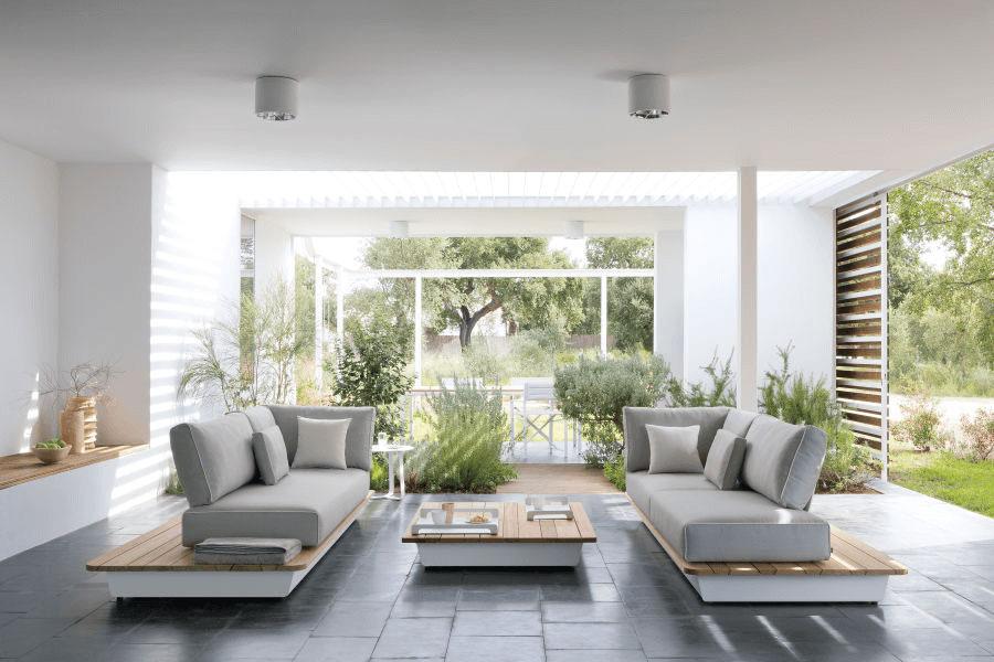 Sofa Air couleur beige pour salon ou jardin par Manutti